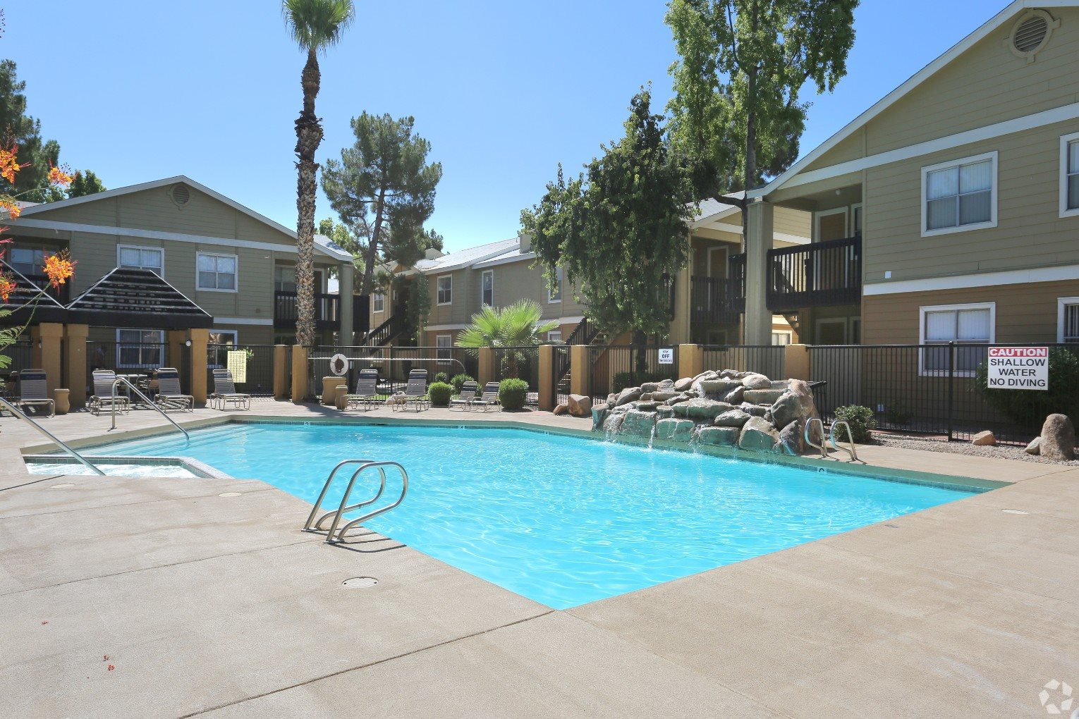 pool & pool patio at Presidio North Apartments in Phoenix, AZ